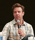 Jason Sudeikis at 2009 NYTVF.jpg