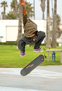 [Bild: 220px-Skateboarder_in_the_air.jpg]