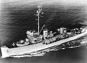 USS Chief AM-315 in 1952.jpg