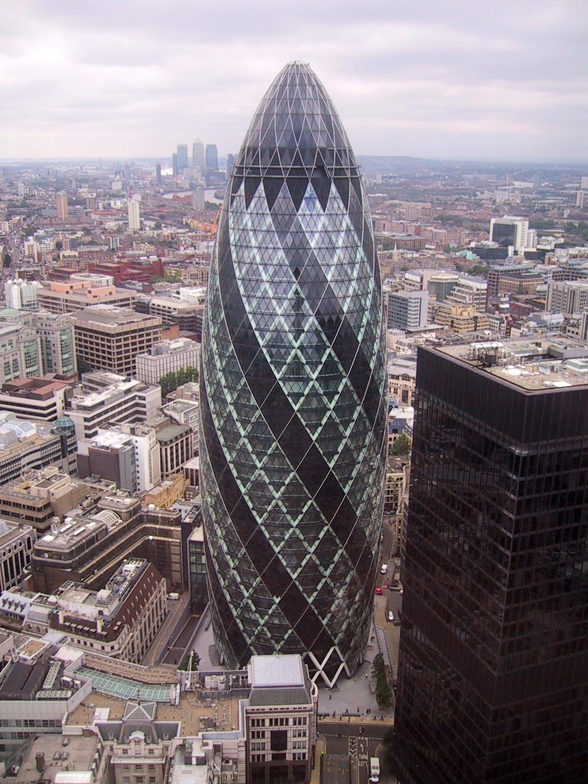 его лондон здания рядом с огурцом термобелье