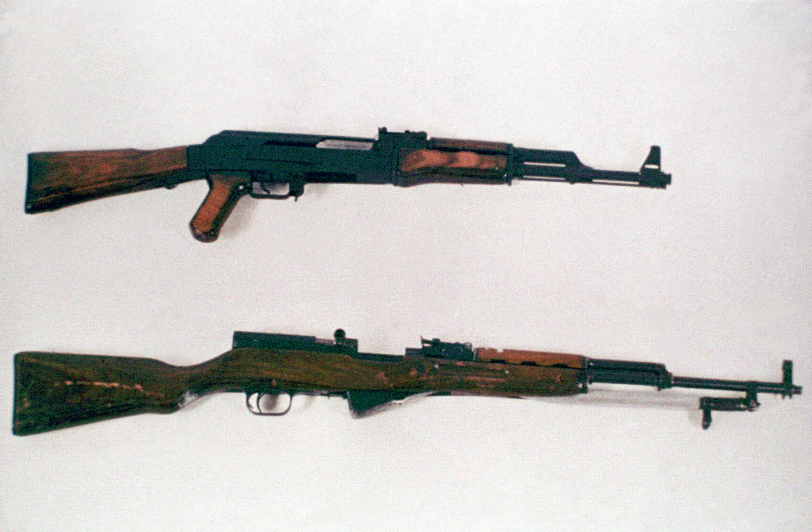 http://en.academic.ru/pictures/enwiki/65/AK-47_and_SKS_DD-ST-85-01268.jpg