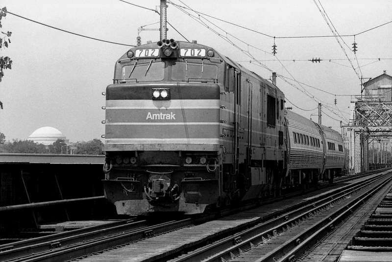 amtrak 702 leads the hilltopper over the potomac river