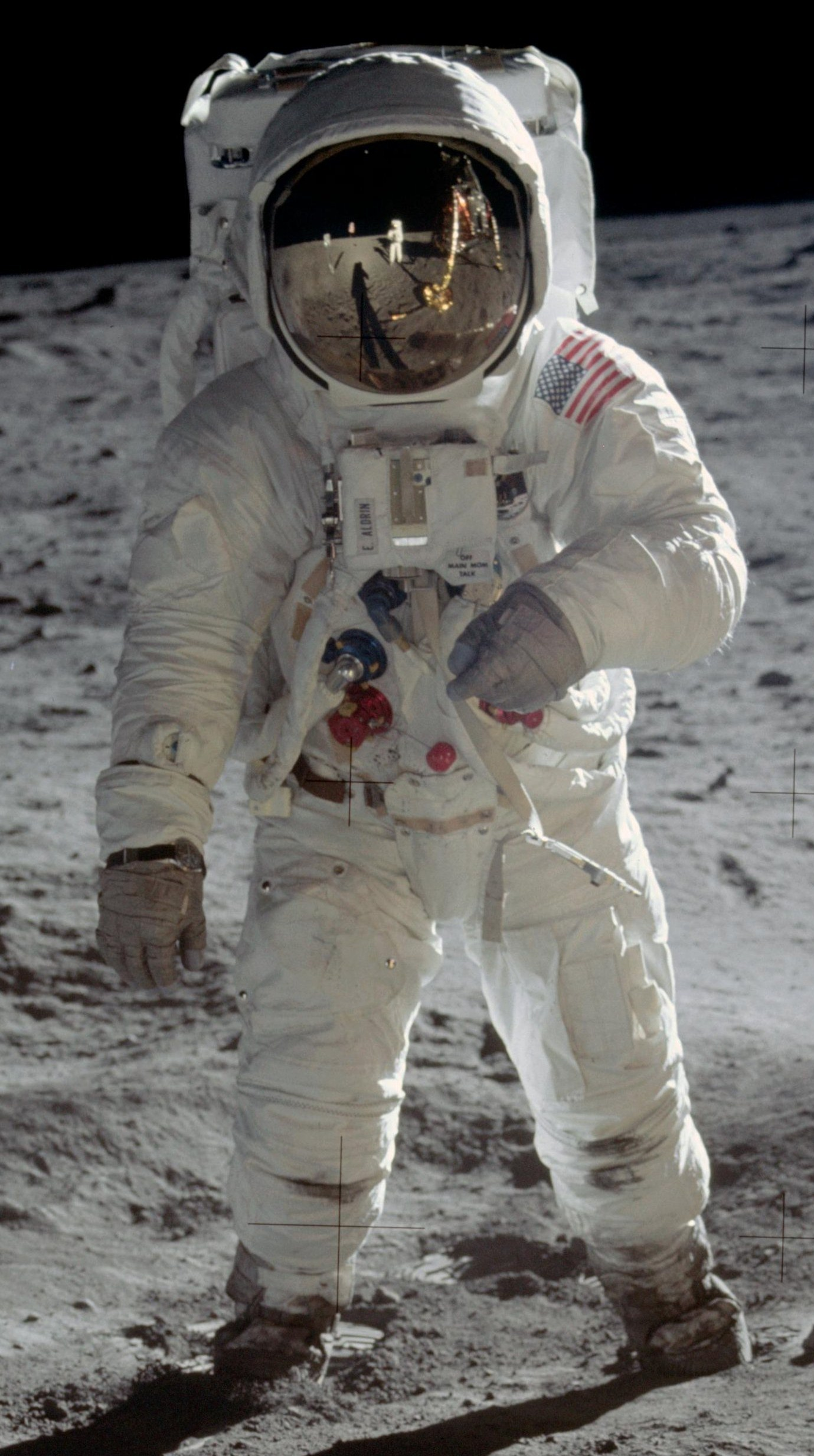 Buzz_Aldrin_Apollo_Spacesuit.jpg