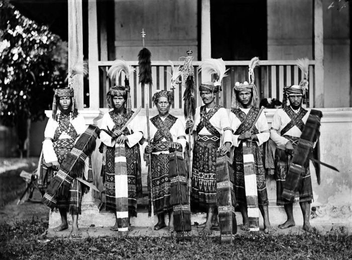 tondano women Native mori women perform a victory dance to celebrate an imperial japanese  landing forces invasion of 00:12 manado city  tondano lake 00:25 tondano .