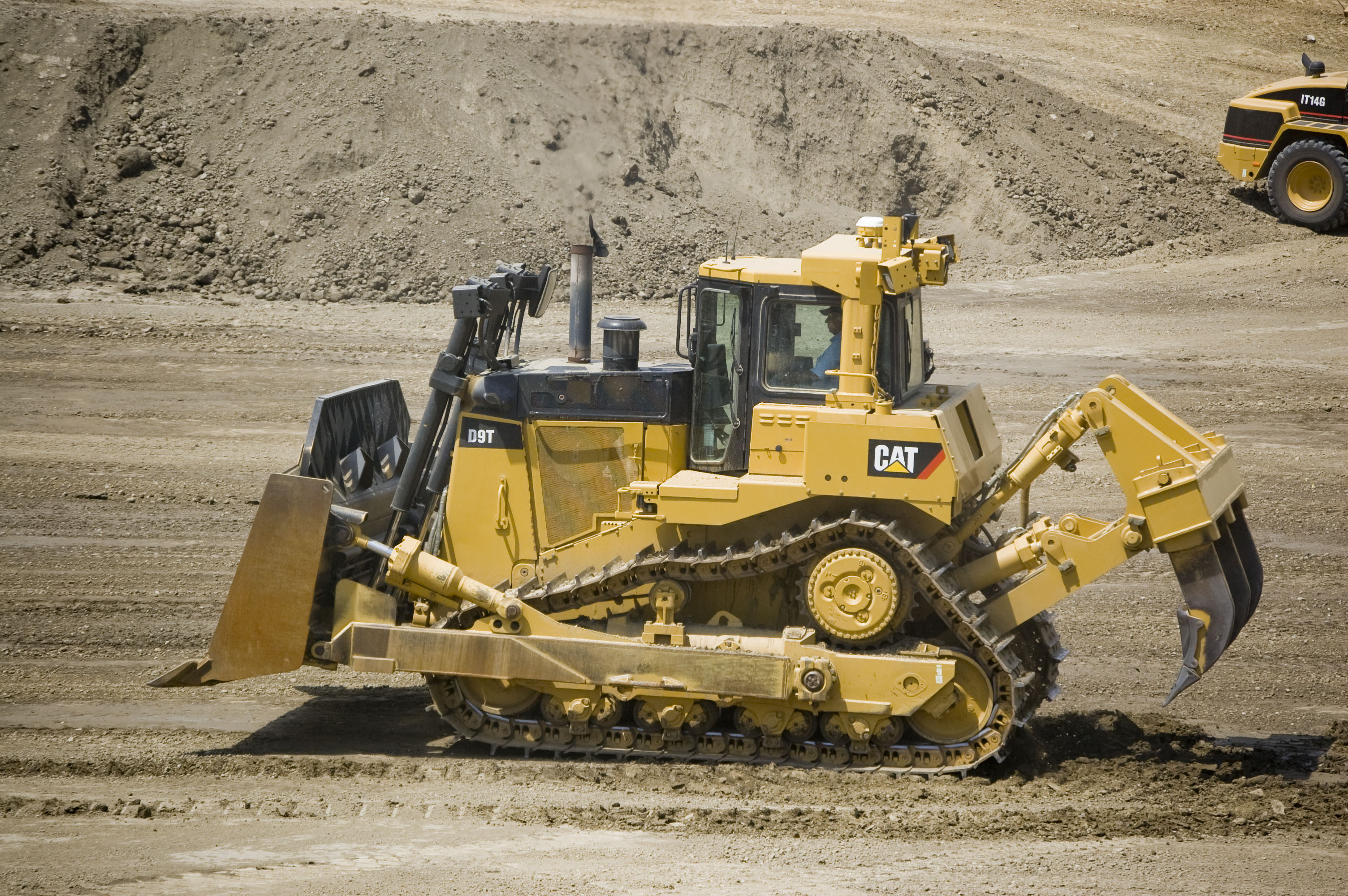 role heavy bulldozer propulsion caterpillar tracks engine model cat