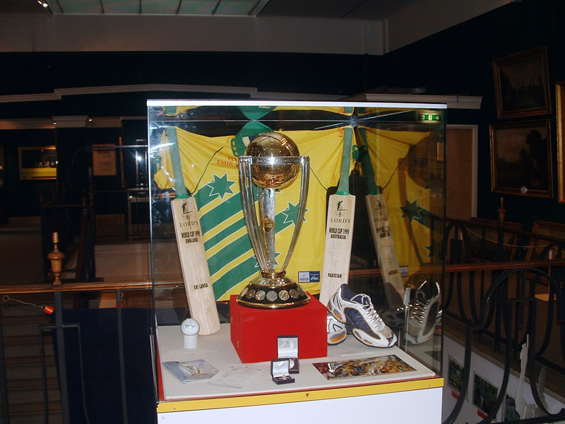 Cricket world cup trophy 1999