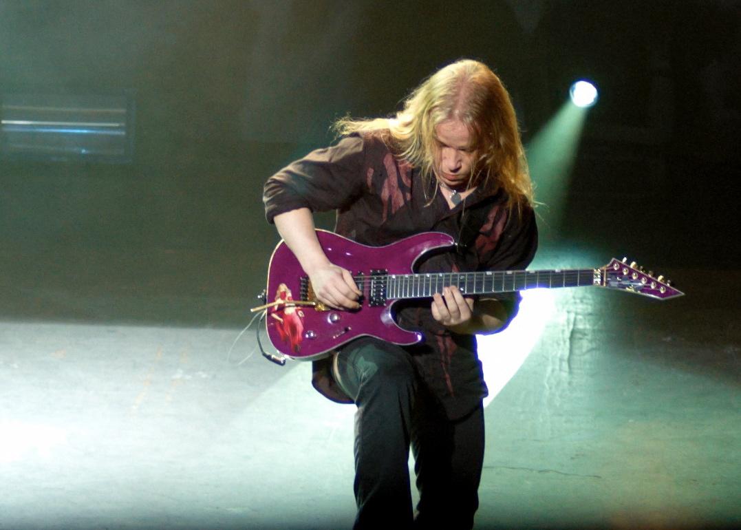 http://en.academic.ru/pictures/enwiki/69/Emppu-Vuorinen-guitar1.jpg