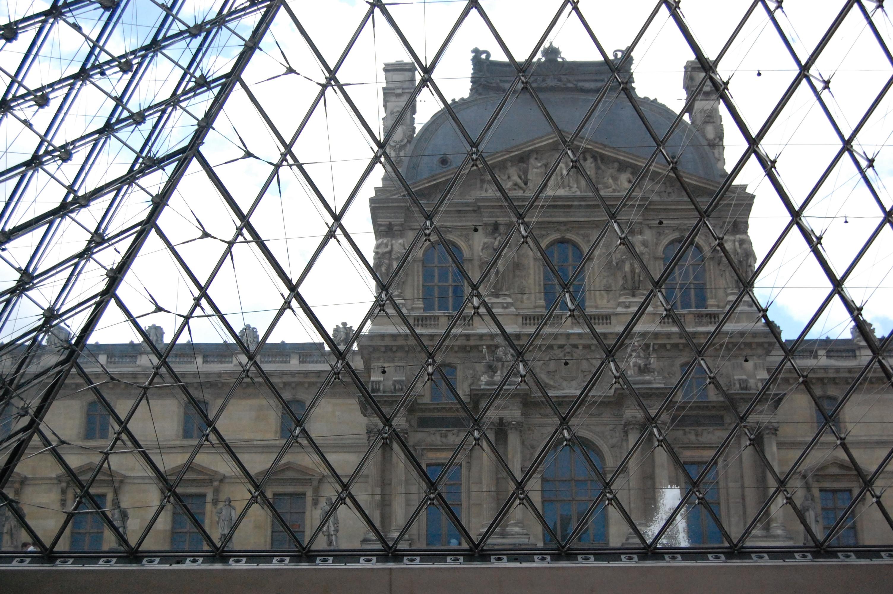 Mus e du louvre - Construction pyramide du louvre ...