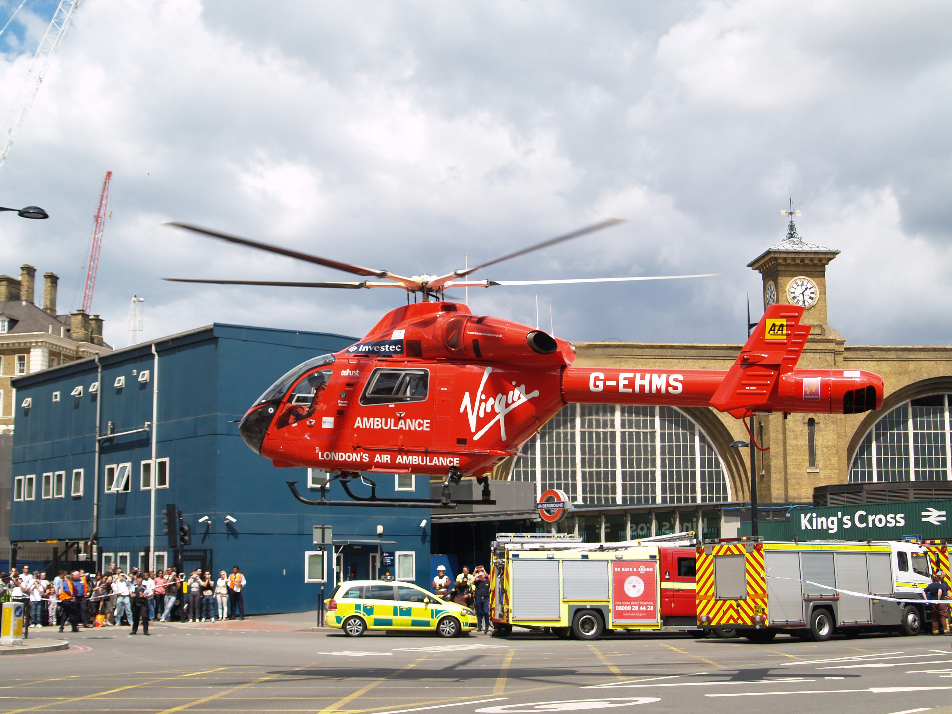 http://en.academic.ru/pictures/enwiki/76/London_Air_Ambulance_G-EHMS_%281%29.jpg