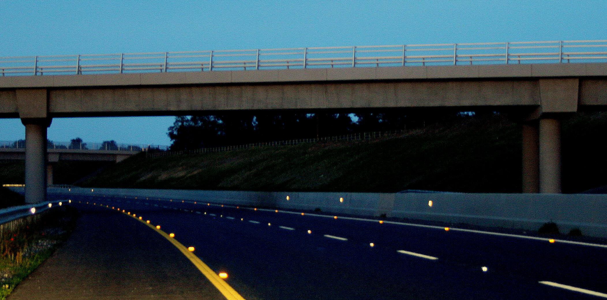 Motorway Cat Eyes Colours