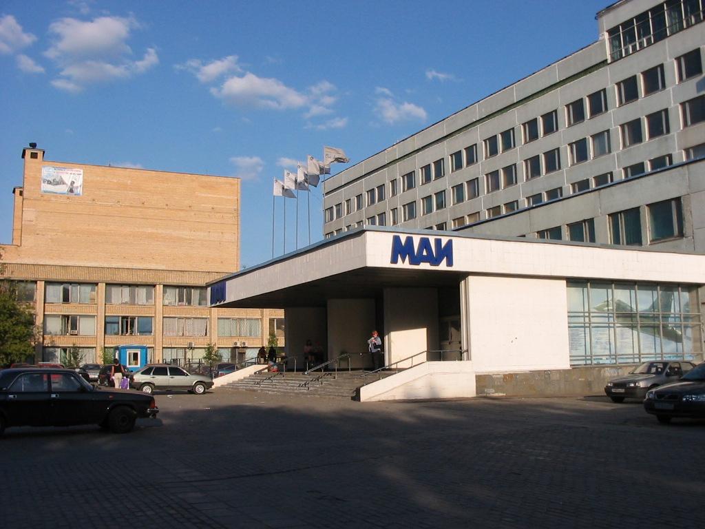 Московский авиационный институт прямо сейчас эвакуируют после звонка о заложенной бомбе