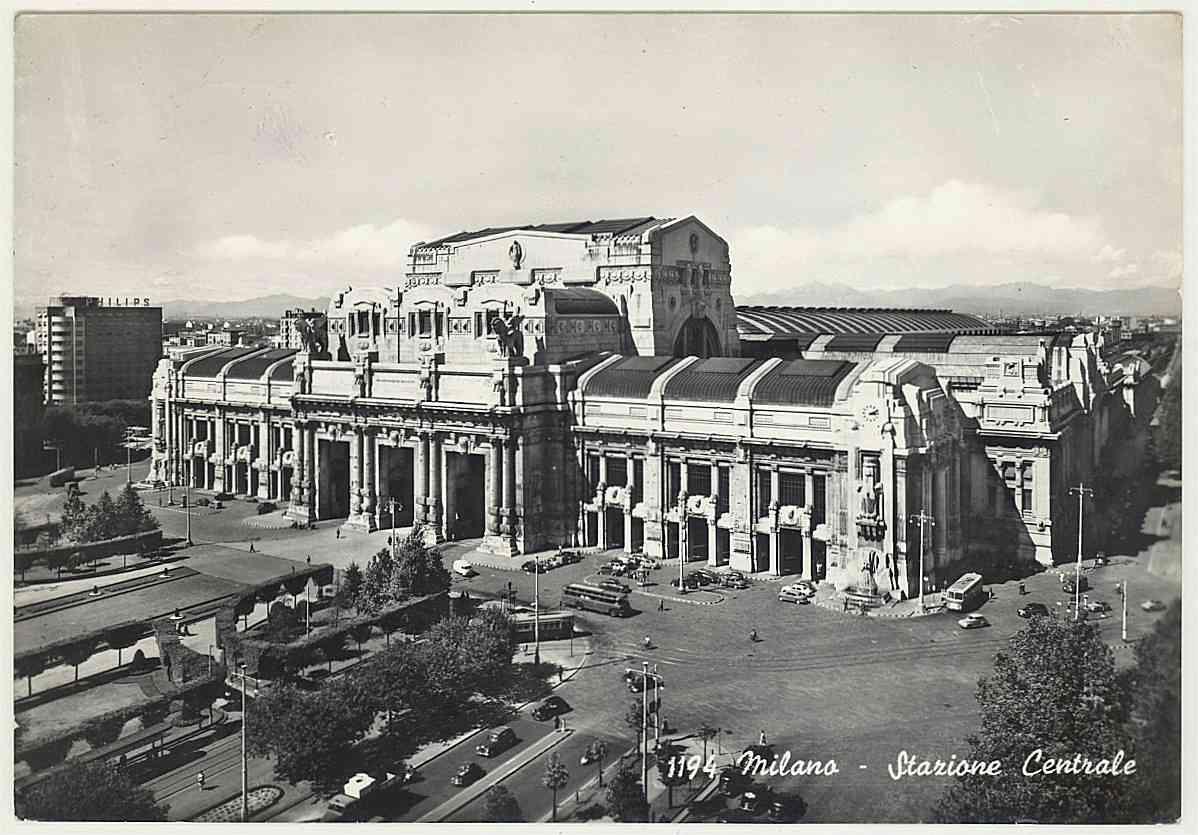 Milano centrale railway station for Bologna hotel stazione centrale