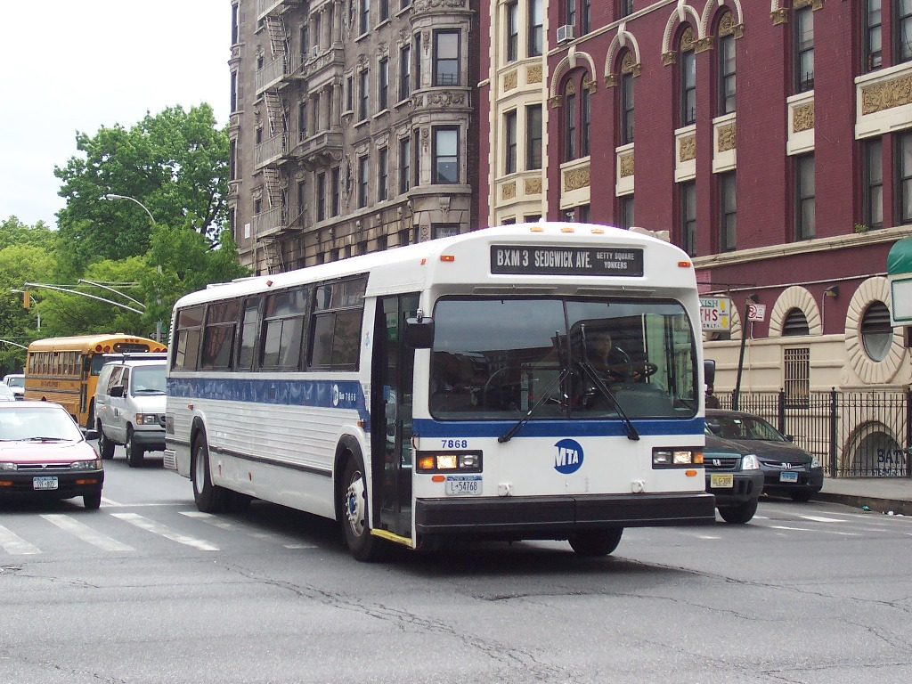 1992 gillig bus going through city in evansvilleindiana - 3 2