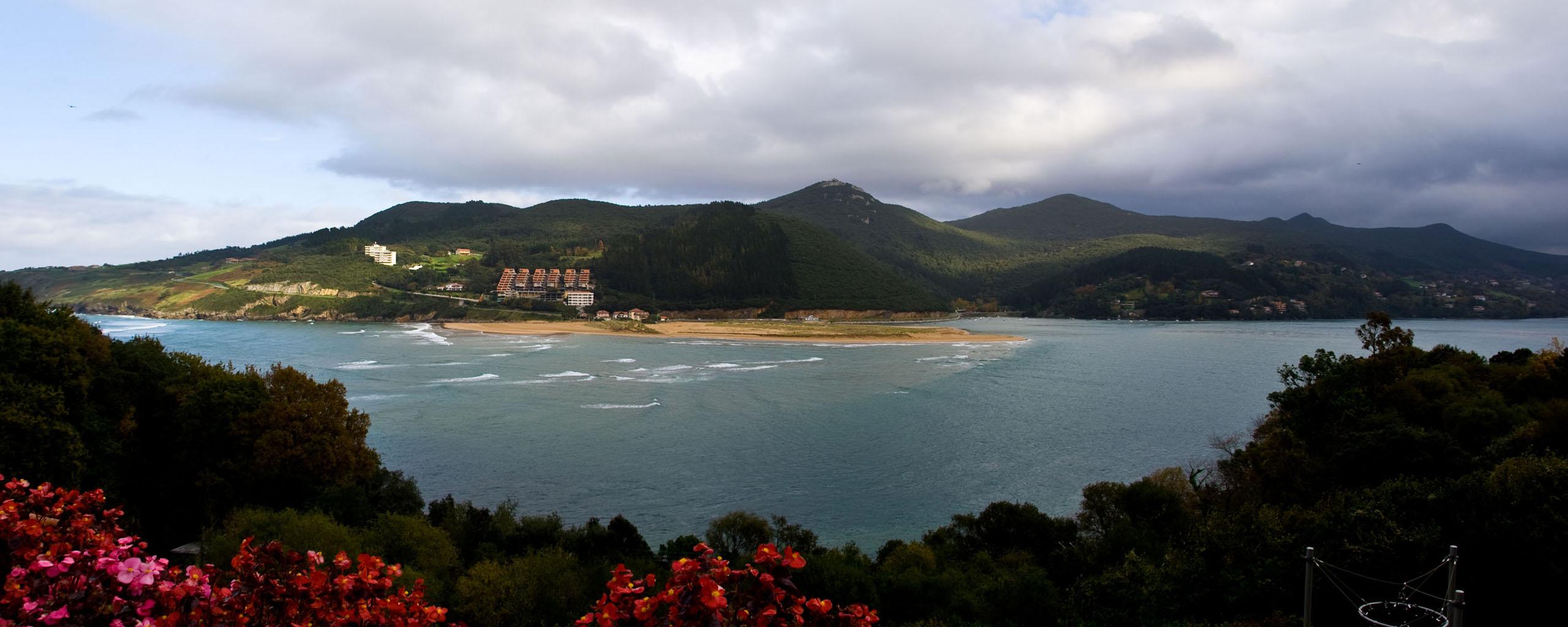 Mundaka Spain  City pictures : Coast near Mundaka, Biscay