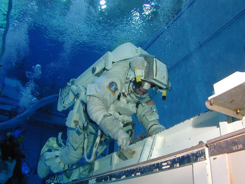 where do astronauts train - photo #5