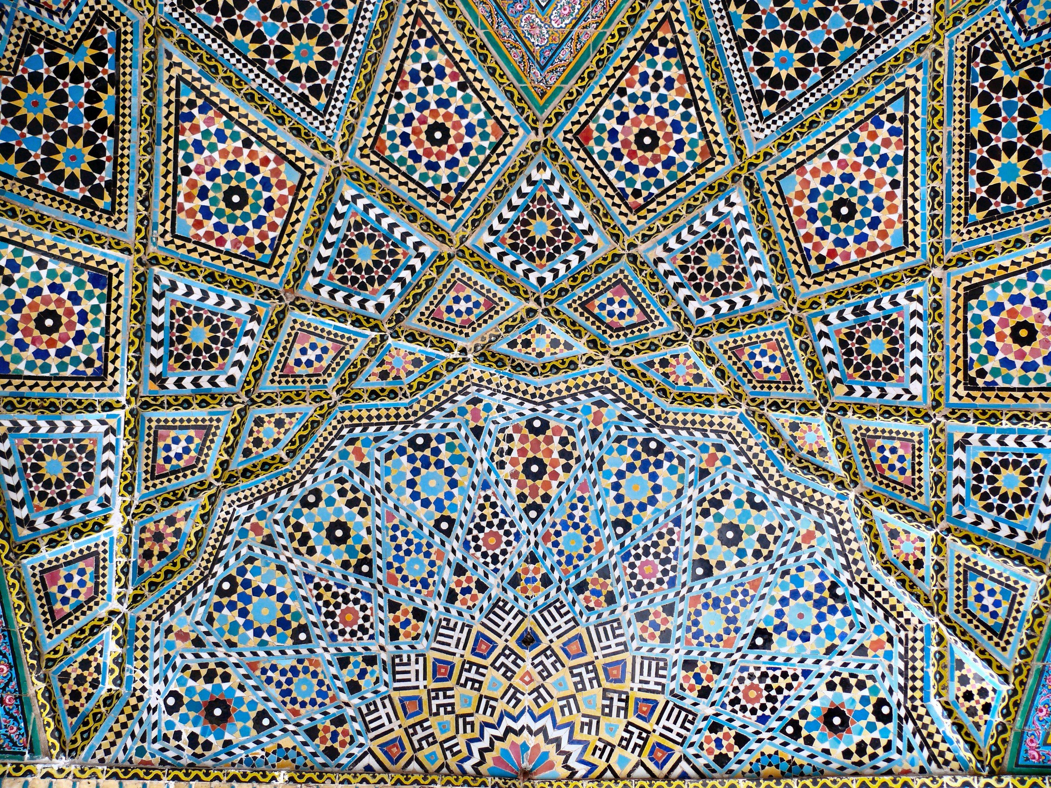 http://en.academic.ru/pictures/enwiki/78/Nasr_ol_Molk_mosque_vault_ceiling_2.jpg