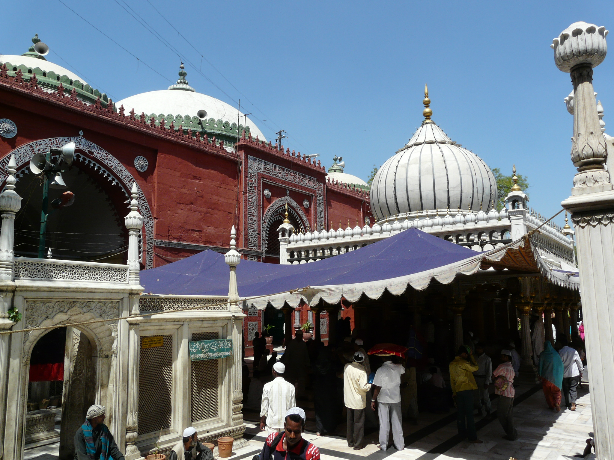 the relationship between amir khusro and nizamuddin auliya