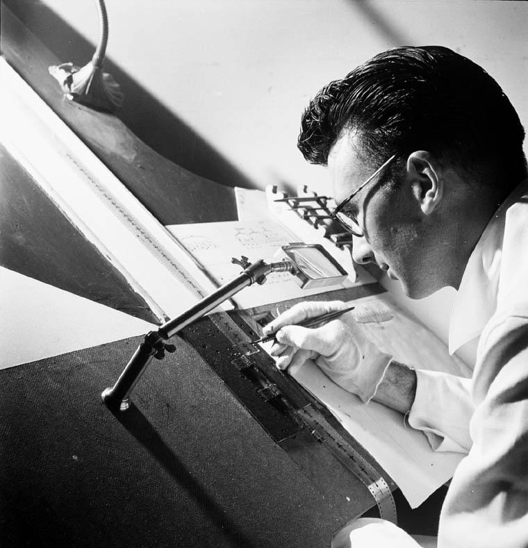 http://en.academic.ru/pictures/enwiki/78/Norman_McLaren_drawing_on_film_-_1944.jpg