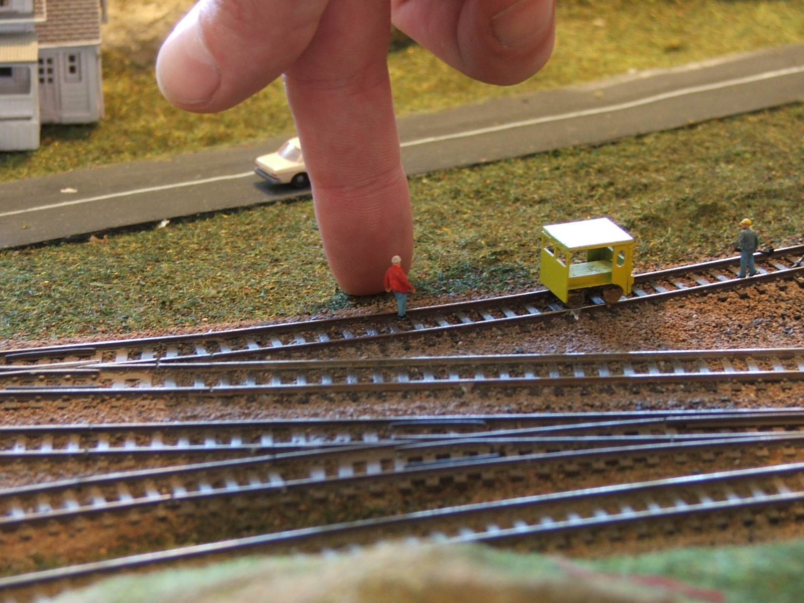 N scale train minimum radius ratio
