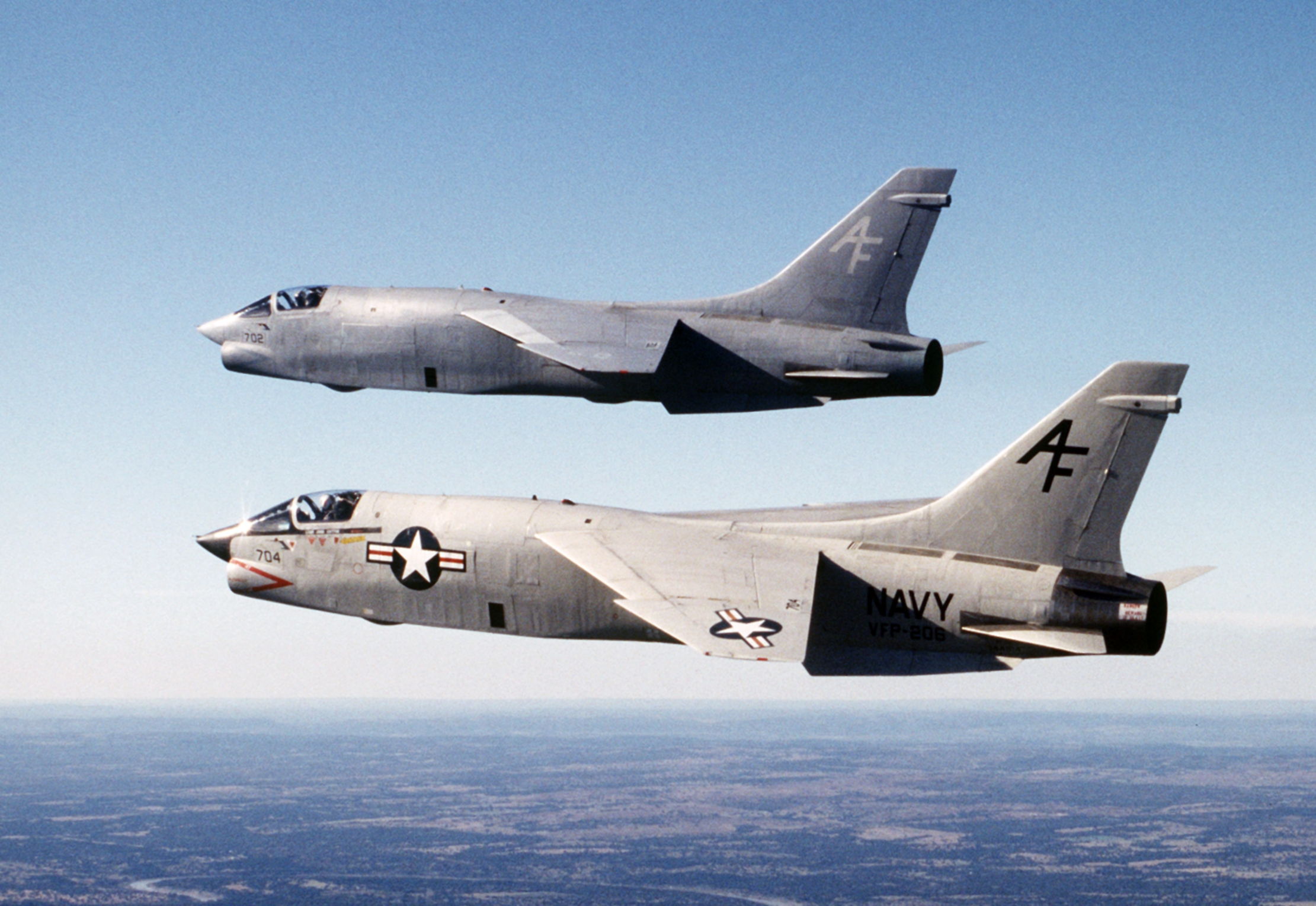 http://en.academic.ru/pictures/enwiki/82/RF-8Gs_VFP-206_in_flight_1986.JPEG