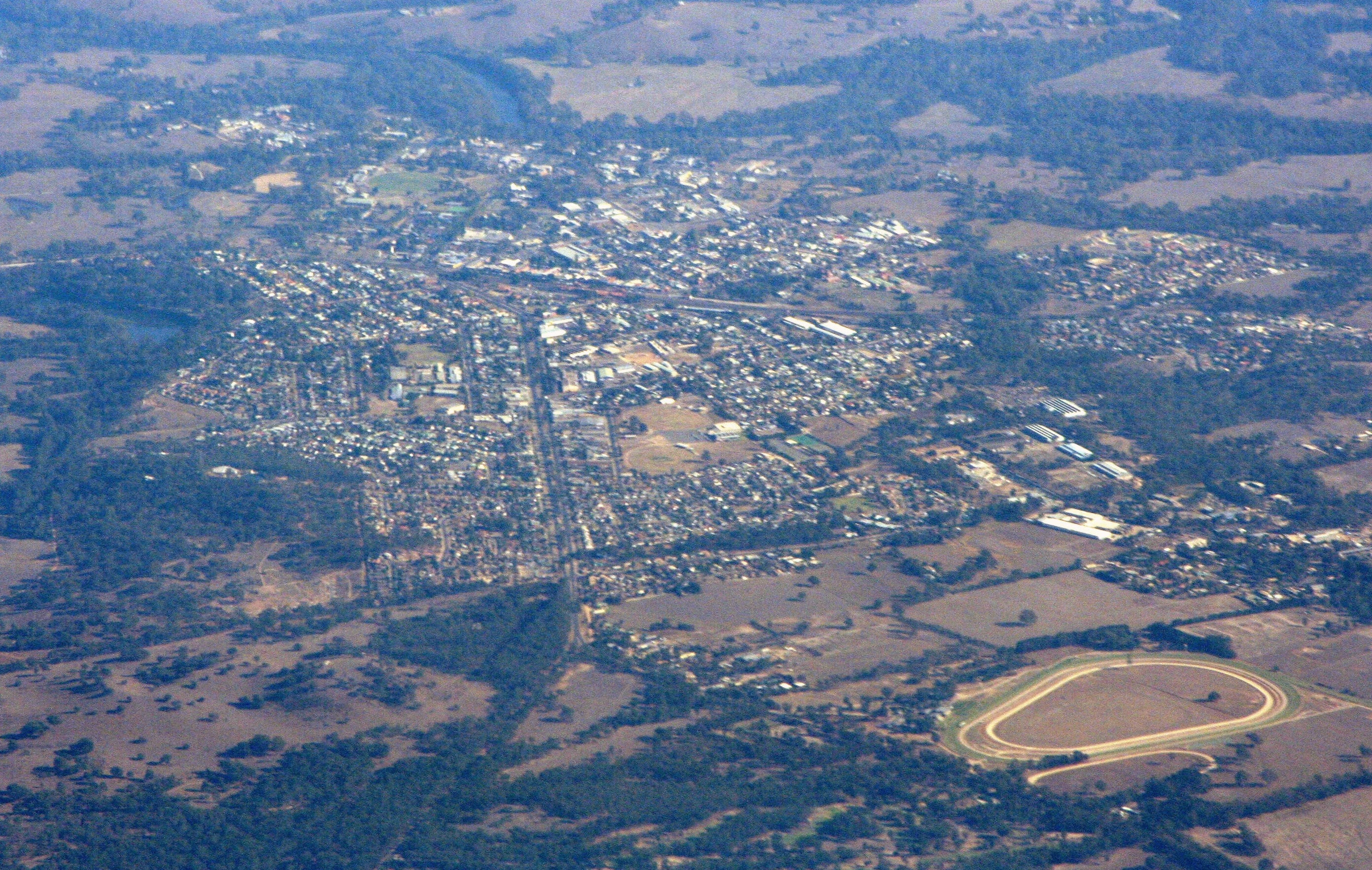 Seymour Australia  city photos gallery : caption Aerial view from the east, Goulburn River to the left ...