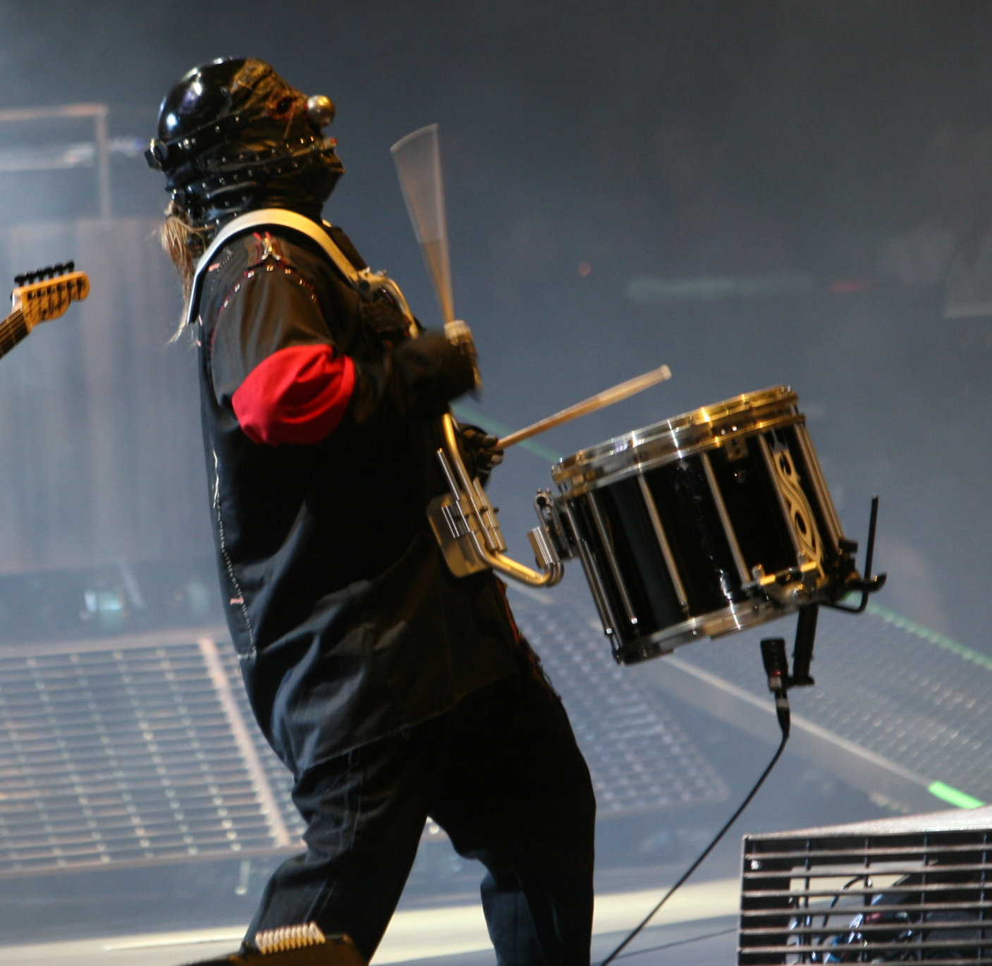 http://en.academic.ru/pictures/enwiki/83/Shawn_Crahan_at_Mayhem.jpg