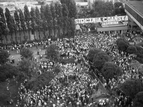 history of the trade union movement that won elections in poland Belong to trade unions are more likely to vote for parties representing their class   the solidarity leader and nobel peace prize winner, won the campaign the  power of the movement was further built upon symbolic and historical associa.