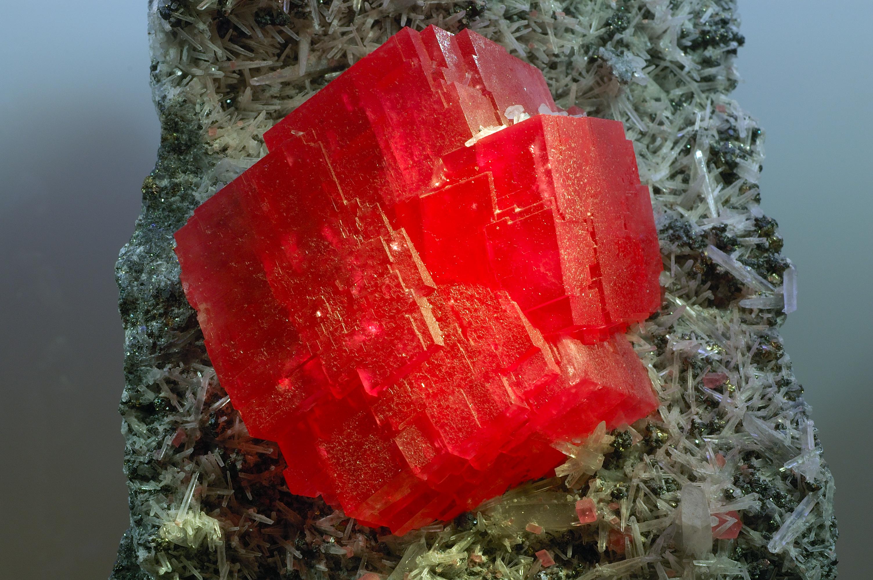 Красные камни фото