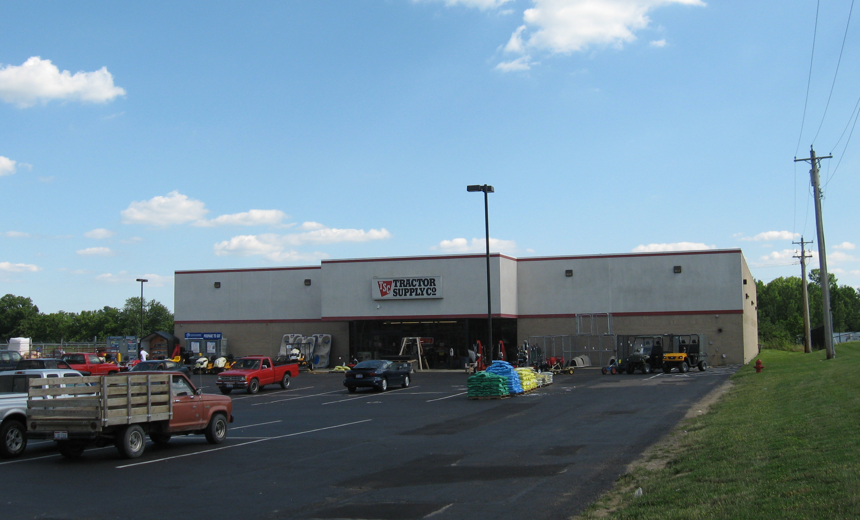 Springboro (OH) United States  city pictures gallery : Tractor Supply Co. location in Springboro, Ohio .