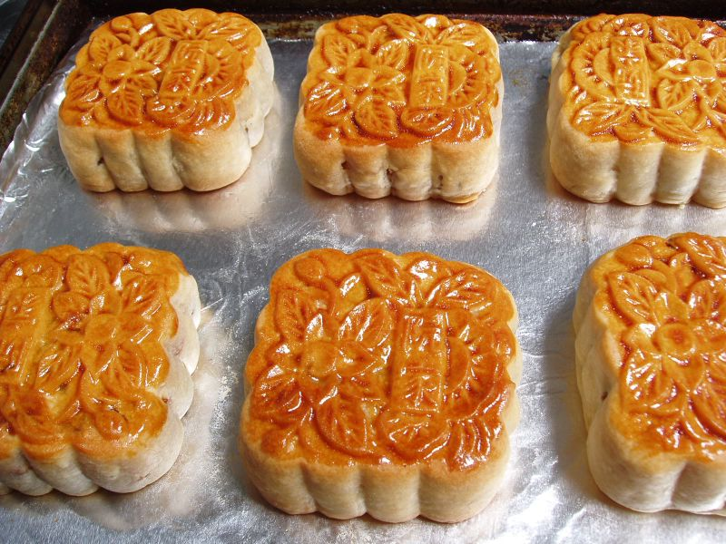 the moon cakes market in vietnam Bunfight over mooncakes has decided to market 2,400 tonnes of moon cakes rok firms increase investments in vietnam's financial market.