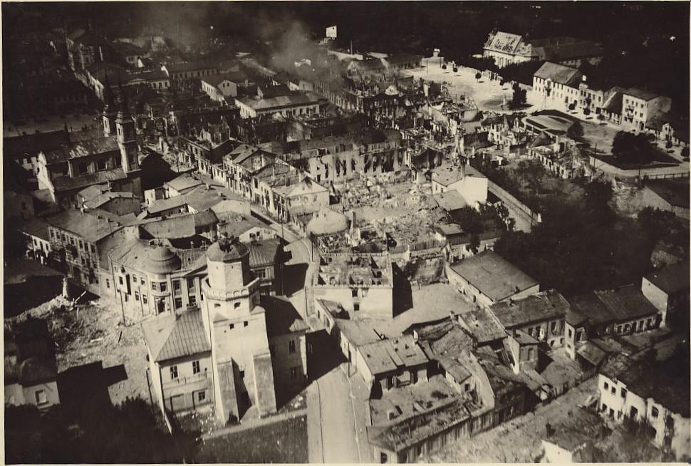 world war ii strategic bombing To destroy a city: strategic bombing and its human consequences in world war ii (review) thomas r searle the journal of military history, volume 67, number 4, october 2003, pp.
